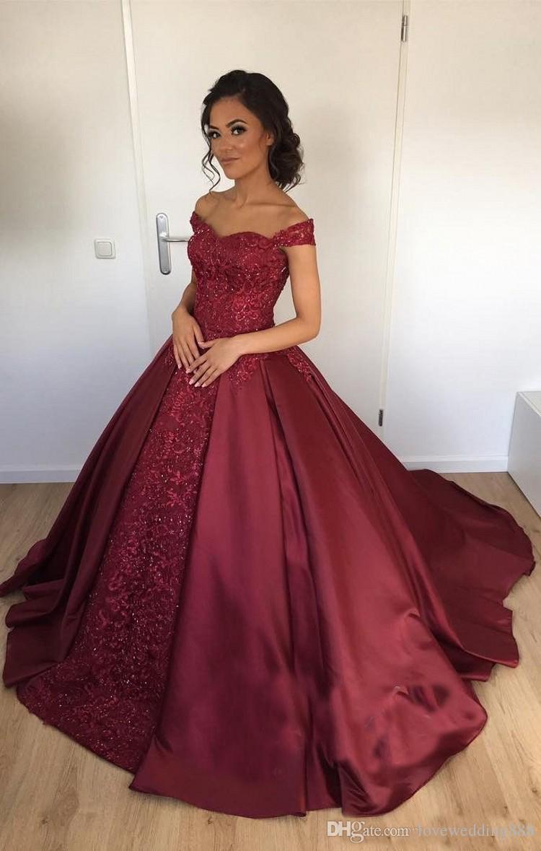 2018 Arabisch Dark Red Ballkleid Abendkleider Schulterfrei Satin / Spitze Geschwollene Quinceanera Kleider Formal Abendkleid Maßgeschneiderte