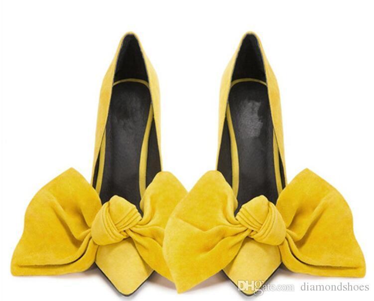 0b15f62ab Compre Big Bowties Mulheres Doces Bombas Dedo Apontado Stilettto Sapatos De  Salto Alto Borboleta De Camurça Senhoras Saltos Amarelo Rosa Branco Vestido  ...