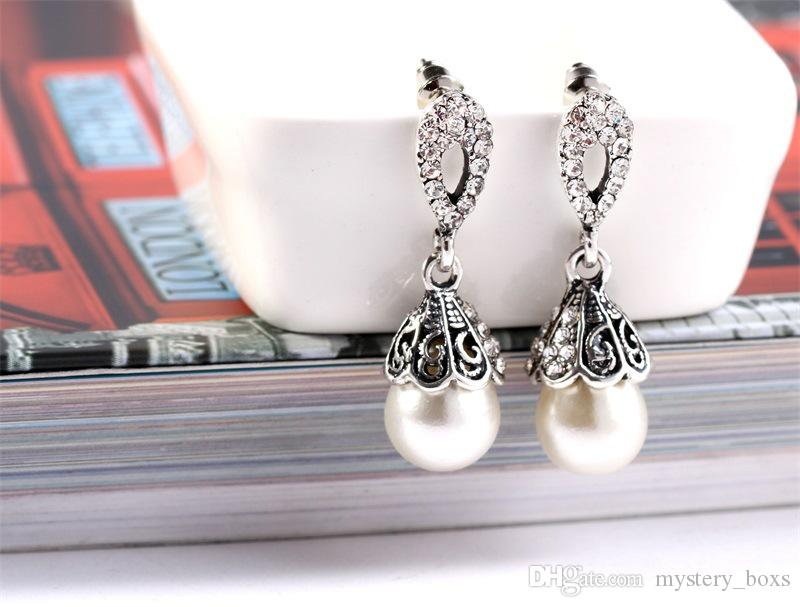 Venta al por mayor pendientes de perlas de zircon vintage venta directa de fábrica de Corea pendientes de diamantes de moda para regalos de Navidad