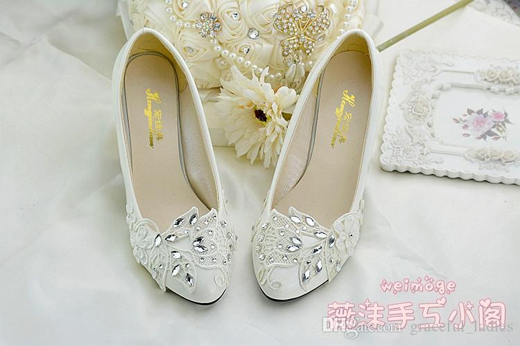 El yapımı Fildişi Kristal Dantel Düğün Ayakkabı Düz 4.5 cm 8 cm Yavru Topuklu Gelin Nedime Ayakkabı Düğünler için Slip-Ons Rhinestones Kristaller Pum