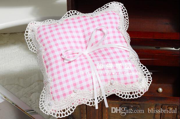 Roze Tartan Design Check Pattern Engeland Ringkussens voor bruiloften met lint boog kant rand met parel kralen