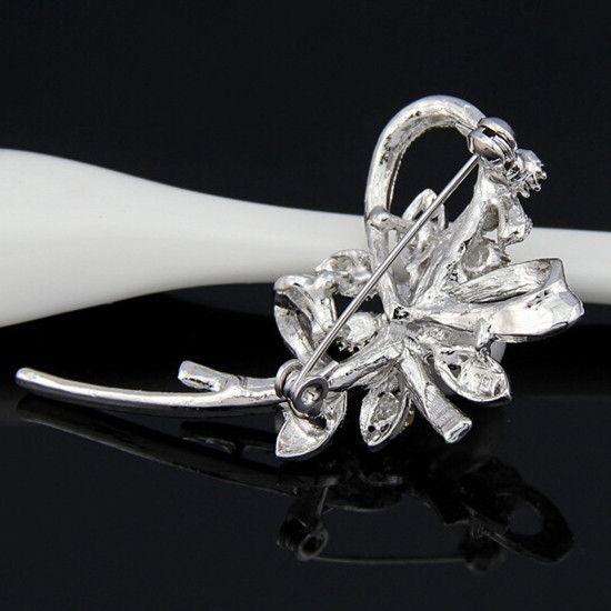 Estilo coreano de moda Elegante Collar de mujer Pin Broche Bufanda hebilla simulada Broche de color blanco