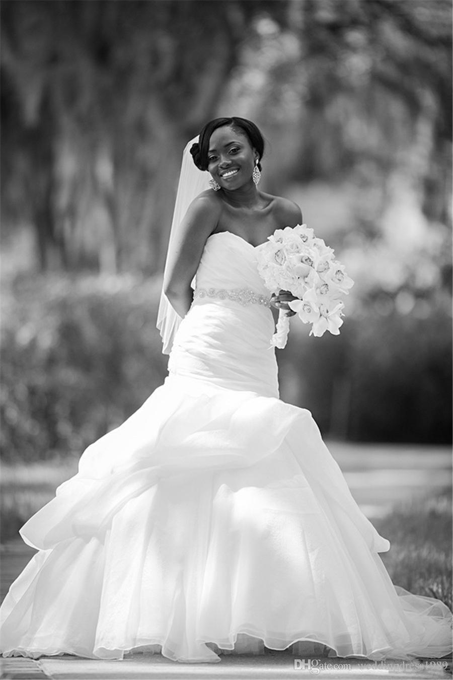 Stunning Plus Size Perlen Mermaid Brautkleider Organza Country Rüschen Fitted 2018 Brautkleid Zug Kirche Braut Kleid Neue Ankunft