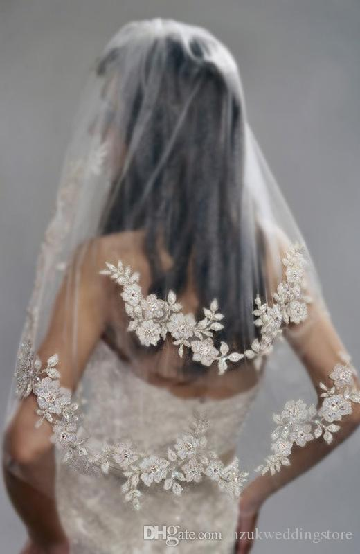 2017 Short Wedding Veils with Pearls Lace Cheap Imported Silver Thread Flower Bridal Veil 2 Tier with Comb Wedding Accessories