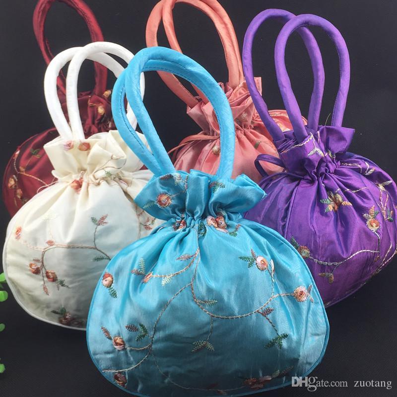Stora hantverk Julpåsar Satin Presentväska Hantera Kina Kvinnor Purses Totes Billiga Broderi Drawstring Födelsedag Förpackning Påse /