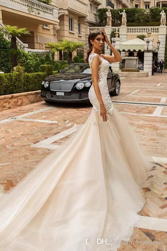 Concepteur robes de mariée en dentelle de sirène 2018 cristal conception corsage embelli de mariée sans manches coupe et évasement robes de mariée dos nu