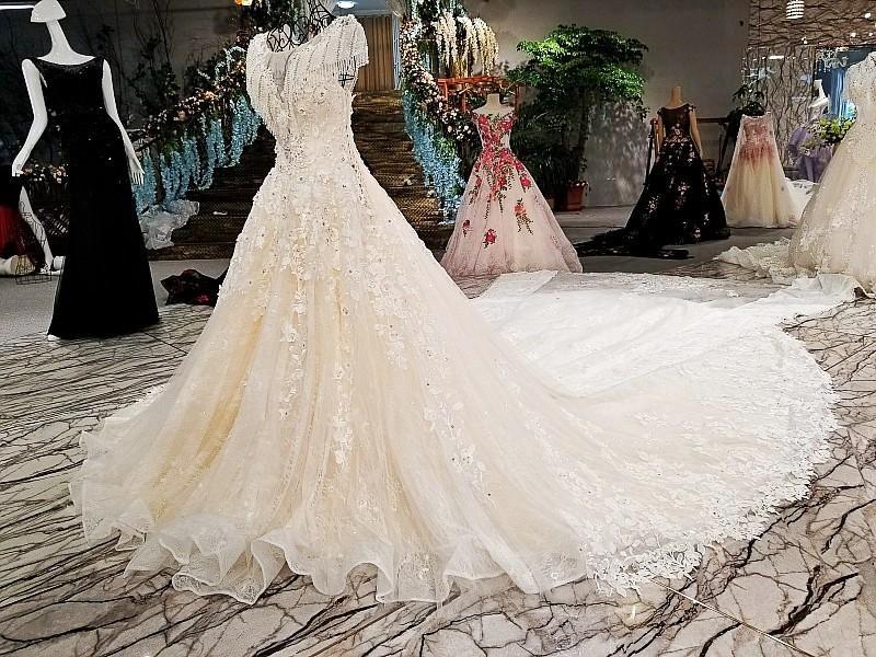 LS00308 flower pattern elegant see through back muslim lace bridal with long train lehenga gown empire wedding dress