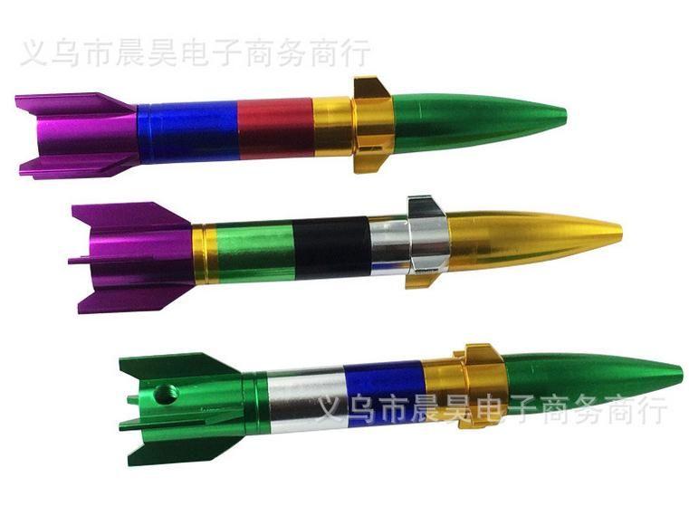 Venta al por mayor envío gratuito ---- 2015 nuevo creativo extraíble metal misil metal tubo / bong, portátil, color aleatorio