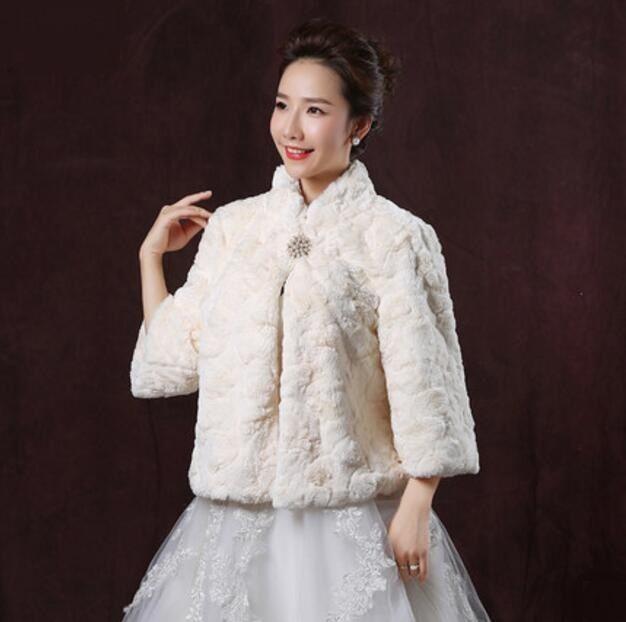 Champagne Princess Faux Fur Bridal Shrug Jacket Cape Stole Shawl Bolero Coat Crystal For Winter Wedding Bride Bridesmaid Dresses Real Image