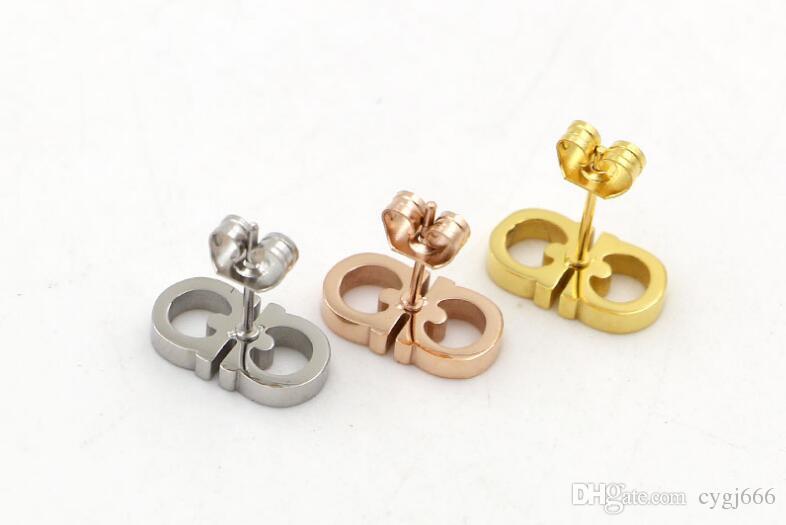 Nuova versione coreana della doppia lettera D orecchini di moda femminile titanio acciaio semplice selvaggio OL orecchini in acciaio di titanio