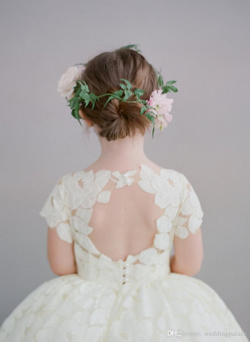 Tasarımcı Çay Boyu Düğün Çiçek Kız Elbise Dantel Yüksek Boyun Kısa Kollu Keyhole Geri Fantezi Aplikler Küçük Kızlar Pageant Elbiseler