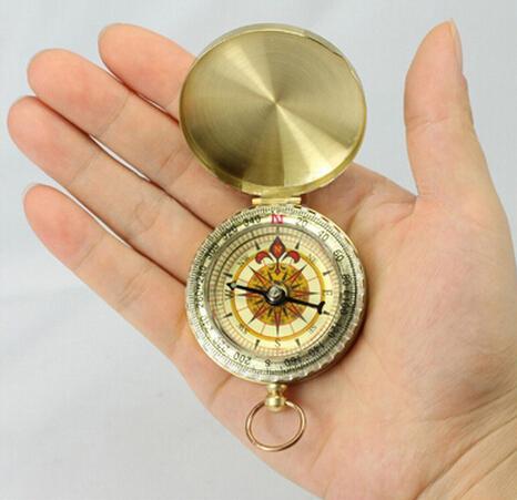 Mini Luminoso Relógio de Bolso De Bronze Estilo Anel KeyChain Camping Caminhadas Caça Bússola de Navegação Marcha Ao Ar Livre Bússola com caixa de Embalagem