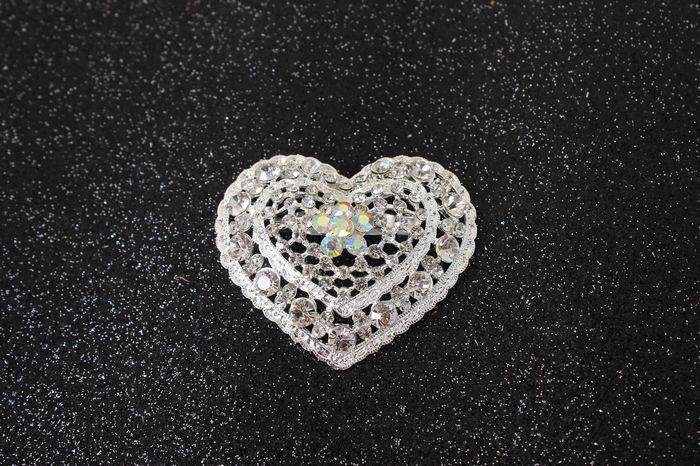 2016 New Hot Style Silver Color Clear Rhinestones Crystal Hollow Cut Out Small Heart Pin Brooch Wholesale