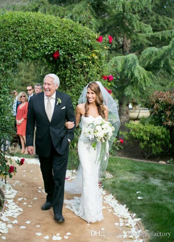 Atemberaubende Spitze Spalte Hochzeitskleid Mantel Garten Brautkleider Schatz ärmellose ohne Knochen lange formale Empfang Kleider für Bräute