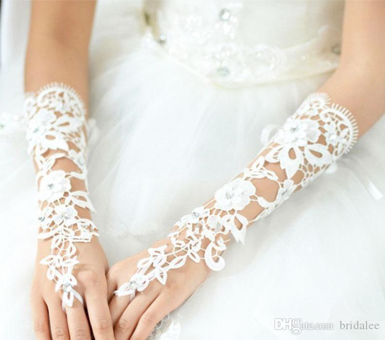 Custom Custom Wintage Gants de mariée sans doigts sans doigts fabuleux dentelle diamant gant de fleurs creux robe de mariée creux accessoires
