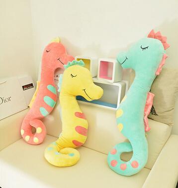 8574f079740 Compre Venda Quente Brinquedos De Pelúcia Sea Horse Plush Toys Extra Grande  1.2 M Plush Dools Para Presente De Aniversário Rosa E Wathet Azul E Amarelo  2 ...