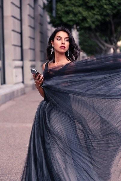 Abiti da sera eleganti da sera in tulle nero con scollo a vio con scollo a V e scollo a V Vintage lungo tagliato Abiti da ballo su misura Abiti da donna