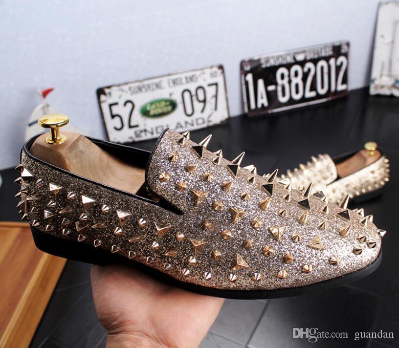 Adam noktası toe elbise ayakkabı İtalyan tasarımcı erkek elbise ayakkabı altın hakiki deri siyah lüks düğün ayakkabı perçin daireler ofis 2hn22