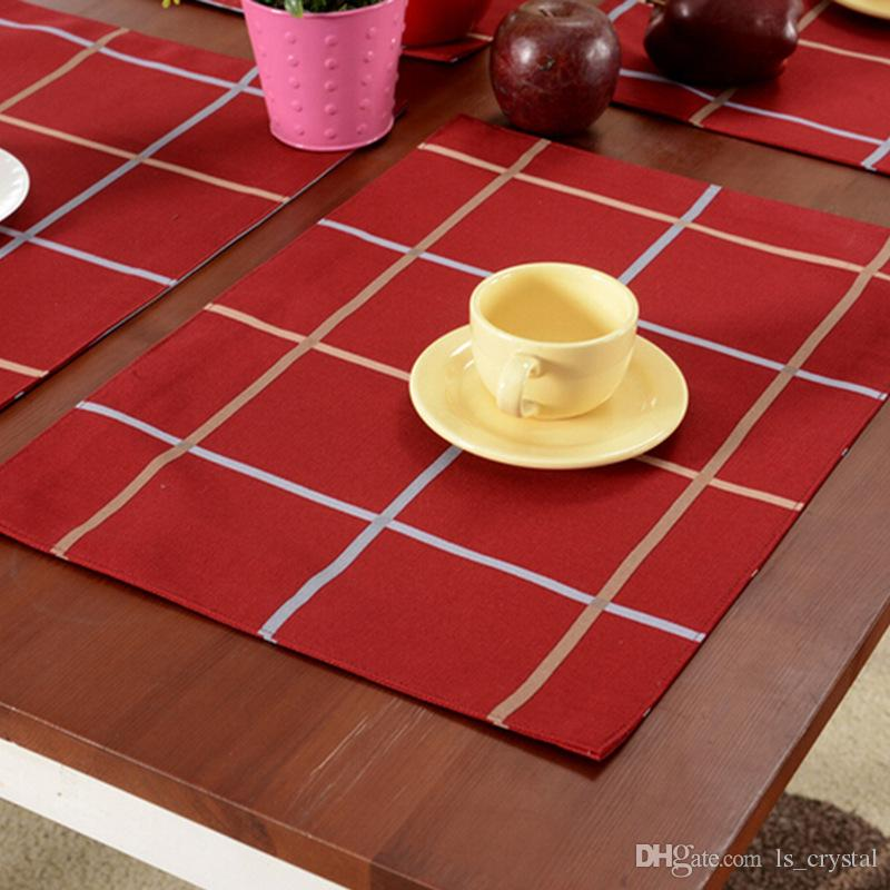 Red Plaid Christmas Table Cloth Placemats European Party Art Decor Cloth Mats Pads Wedding Table Ornaments SD733