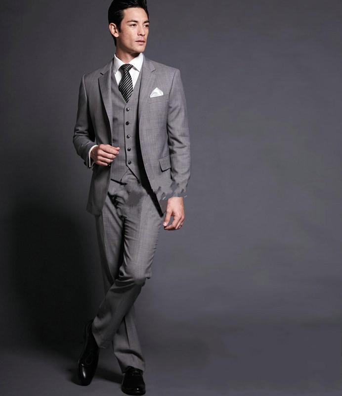 잘 생긴 도매 맞춤형 슬림 피트 라이트 그레이 신랑 턱시도 노치 옷깃 최고의 남자 정장 웨딩 Groomsman 남자 신랑 복장