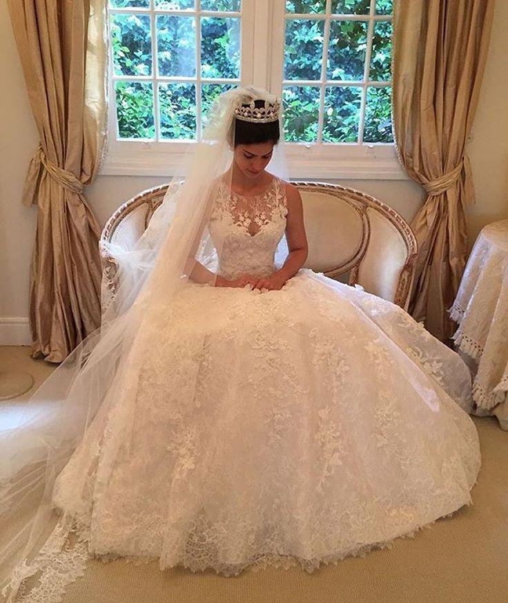 2016 abiti da sposa in pizzo completa Ispirato da Wanda Borges Abito di sfera Sheer girocollo cappella treno Abiti da sposa