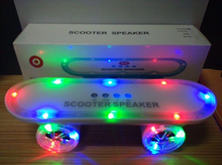 2015 Новое поступление Скейтборд Bluetooth Беспроводной динамик Мобильный Аудио Мини Портативные динамики с Led Light Бесплатная доставка DHL