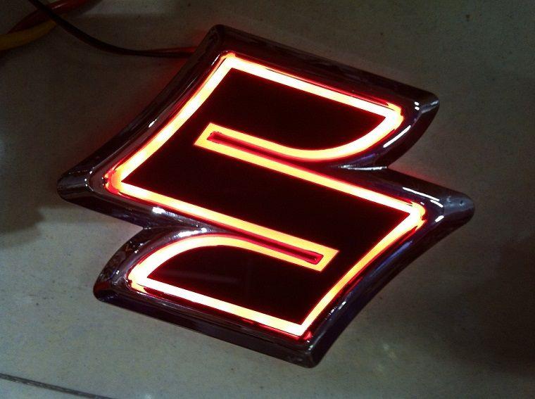 Nouveau 5D Auto standard Badge Lampe spéciale modifiée logo de voiture LED lumière auto emblème led lampe pour SUZUKI Alto / Jimny