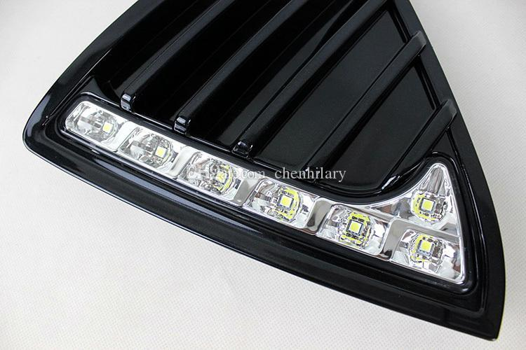 Parlak Stil LED Araba DRL Sis Sürüş Lambası 12 v led araba gündüz farları 2012 Ford Focus 3 için dönüş ışığı ile