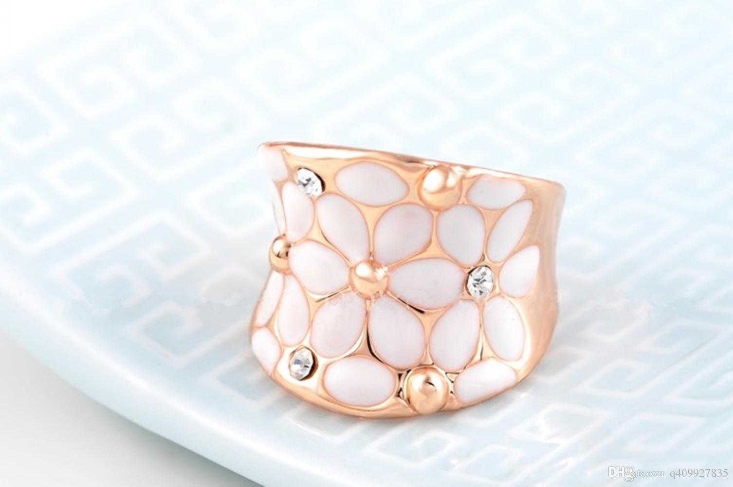Fashion design Womens elegante bianco smalto fiore rosa placcato oro fascia fiore petalo anello intarsio di cristallo