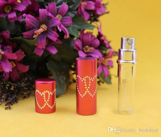 5ml Fashion Engrave Heart Lovely Bottiglia di profumo Charm Sprayer Bottiglia di profumo in vetro Profumatore la casa Diffusori di oli essenziali