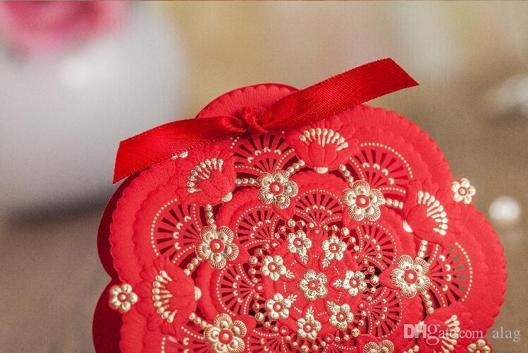 2017 Romantik Düğün Hediye Kutusu Zarif Lüks Dekorasyon Lazer Kesim Parti Tatlı Iyilik Konuk Hediye Düğün Kağıt Şeker Kutuları kırmızı altın THZ218