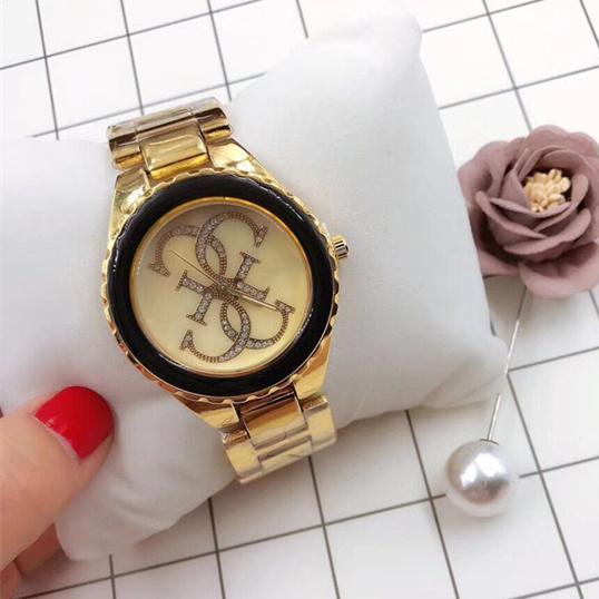 cd89e4c1b96 Compre 2018 Top De Luxo Mulheres Relógios Lettr G Design De Ouro GS Relógio  De Pulso Feminino Relógio De Quartzo De Alta Qualidade Mulher Relógio  Famosa ...