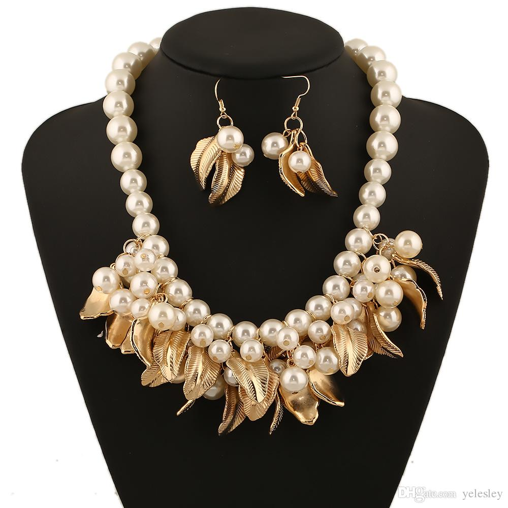 Schmucksachen / set stellen Halskettenohrringe mehrschichtige weiße nachgemachte Perlen-Halsketten-lange Ohrring-Frauen-Kragen freie Verschiffenmarke ein