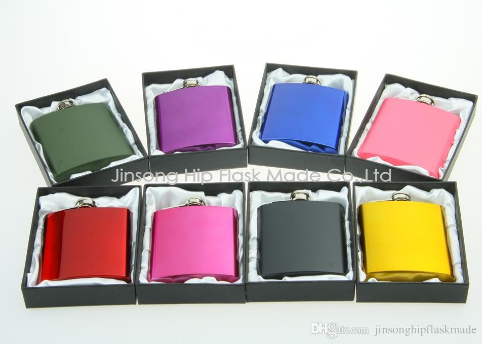 اللون المغلفة 6oz غير القابل للصدأ قارورة الورك الصلب في هدية سوداء مربع التعبئة والتغليف، والحرير الأبيض مبطنة، شخصية مجانا شعار