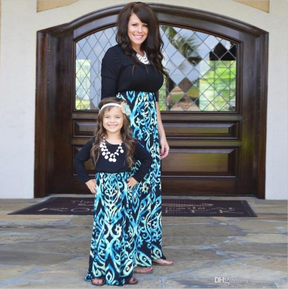 vestiti della figlia della madre vestiti di corrispondenza della famiglia vestiti blu stampati del fiore del bambino della ragazza del vestito lungo dalla gonna i vestiti casuali B00004 casuali