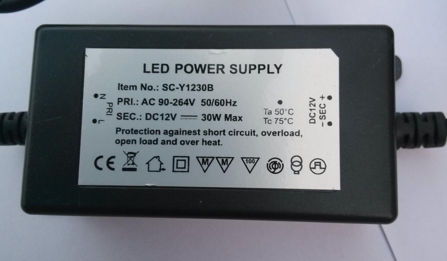 Le transformateur de lumière LED 12V 30W LED Driver Alimentation pour la lumière LED EU UK US AU fiches peut se connecter à AC85-264V Electricité /