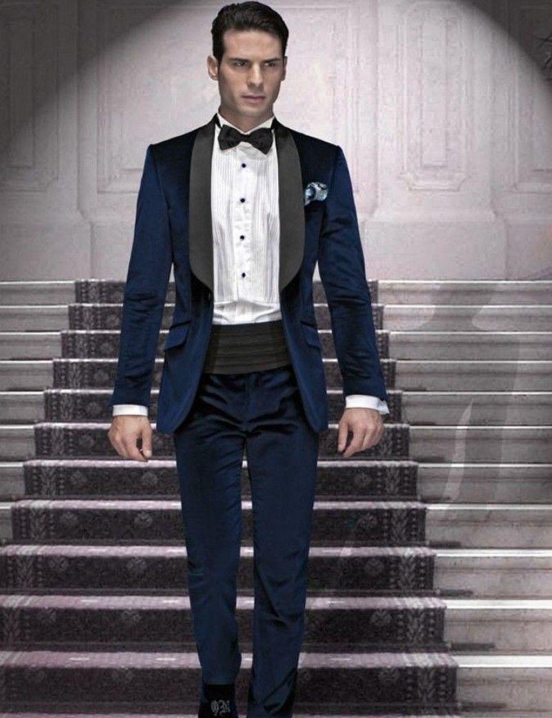Compre Atacado Veludo Groomsmen Xaile Lapela Preto Noivo Smoking Azul  Marinho Ternos Masculinos Casamento Best Man Jacket + Pants + Bow Tie +  Hankerchief De ... 8b8a799169e