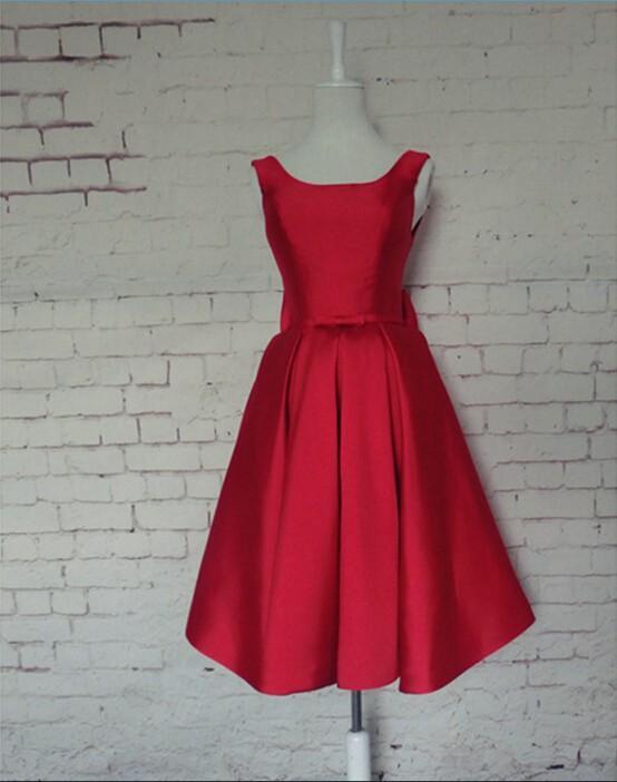 Nouvelles photos a-ligne 2018 nouveau design chaud sexy dos nu arc rouge satin personnalisé au genou courte Robes de bal robe de soirée