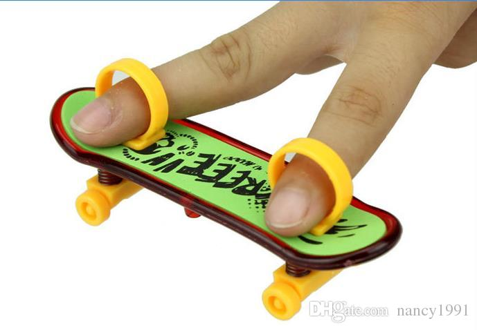 gro handel finger skateboards mit ringen spielzeug muster gemischte berufs kind spielwaren mini. Black Bedroom Furniture Sets. Home Design Ideas