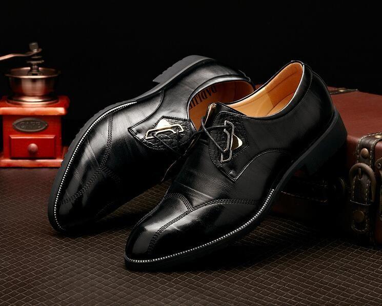 zapatos casuales de lujo de la boda moda puntiaguda zapatos casuales zapatos de vestir estilo británico con cordones de los hombres zapatos casuales casarse con los zapatos de cuero del novio XX68
