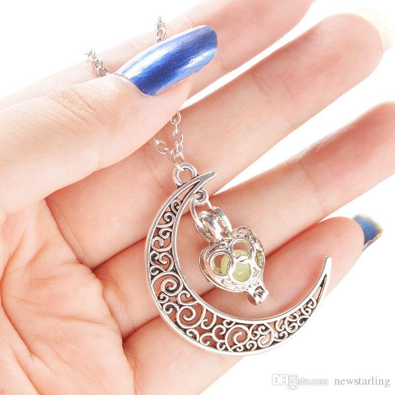 Moda brilho luminoso nas presentes colar escuro Sailor Moon Pendant Colar Para colar do coração Mulheres oco amor Natal Halloween