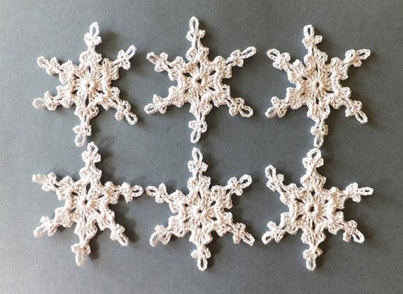 Apliques de flocos de neve de Natal artesanal - enfeites de flocos de neve de crochê enfeites de férias Conjunto de 12 decorações de natal branco de sd41