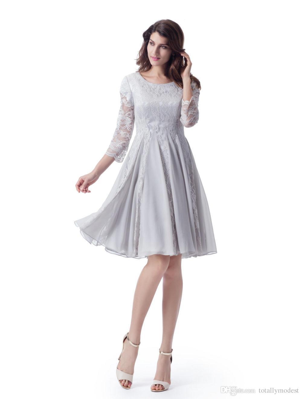Bescheidene Brautjungfernkleider kurze A-Linie Knielange Silbergraue Spitze Chiffon-LDS-Hochzeits-Parteikleider mit schiere Ärmeln zum Verkauf