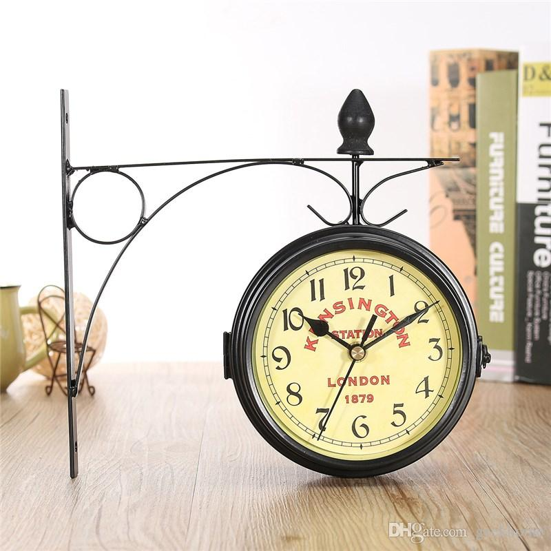 Charminer Vintage decorativo Reloj de pared de metal de doble cara Estación de estilo antiguo Reloj de pared Reloj colgante de pared Negro