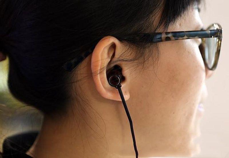MOMENTUM Auriculares intrauditivos M2 IEI Auriculares HiFi Pistón con cancelación de ruido Auriculares Mega Bass con micrófono remoto universal para iPhone LG Samsung