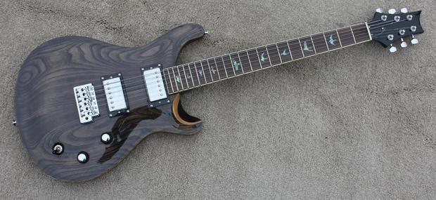Envío gratis nueva guitarra eléctrica con trastes de pájaros y arce venner en color negro transparente