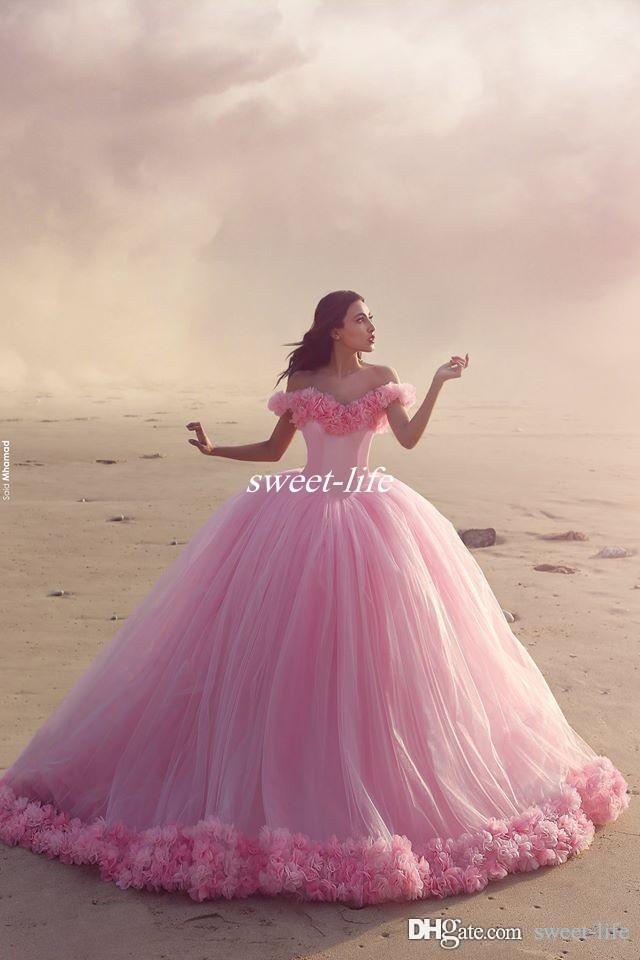 Puffy 2019 quinceanera klänning prinsessa cinderella formella långa bollklackar bröllopsklänningar av axel 3d blomma brudklänningar