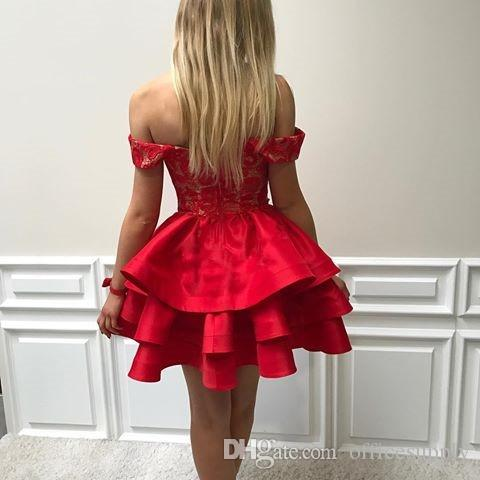 2018 Modest Red Lace Short Abiti da festa di ritorno al ginocchio Ginocchio Lunghezza Satin Off the Shoulder Backless economici abiti da ballo di promenade
