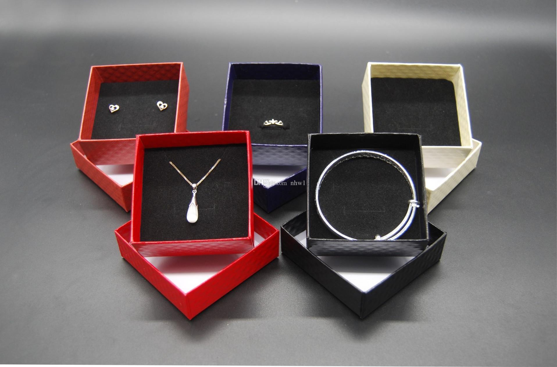 عرض المجوهرات الساخنة الحالات كرتون قلادة أقراط الطوق سوار المجوهرات مربع مجموعات تغليف علبة هدية مع الإسفنج