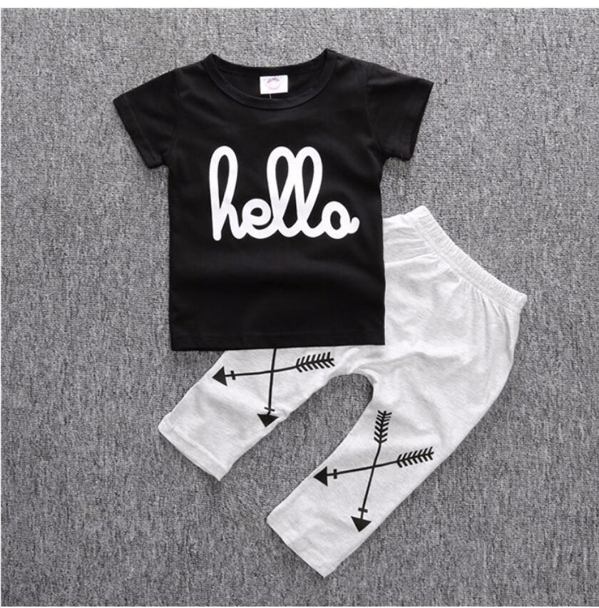 Нового прибытие мальчики Одежды Набор дети черная печатная футболка и брюки Моды Детей 2 шт Одежда Set